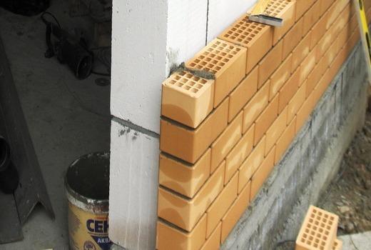 Облицовка цоколя кирпичом: материалы, проведение работ