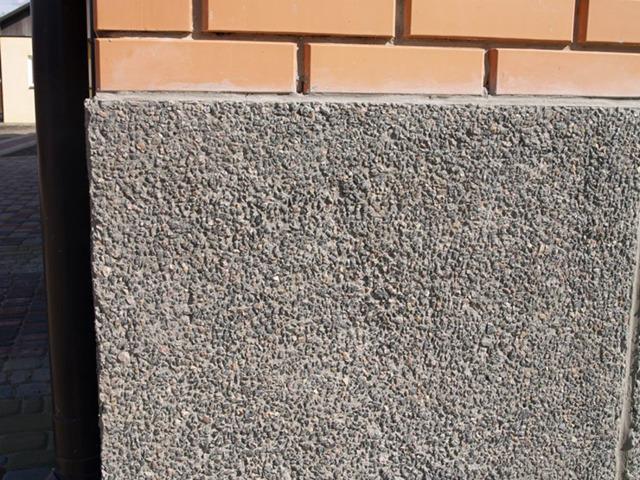 Как оштукатурить кирпичный цоколь дома: этапы работы