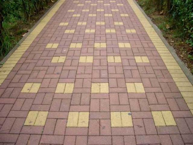 Тротуарный кирпич: виды, использование, правила укладки