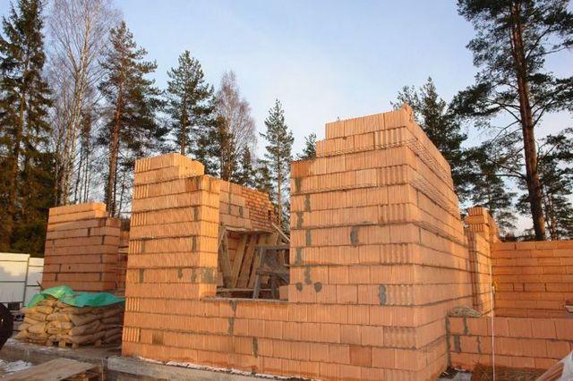Дачные дома из кирпича: проекты, особенности стройки