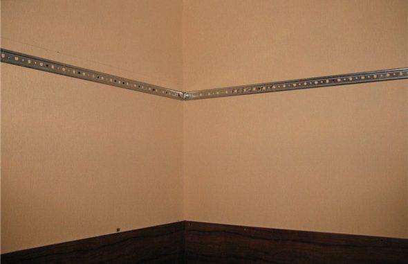 Как повесить шкаф на кирпичную стену и какие нужны материалы?