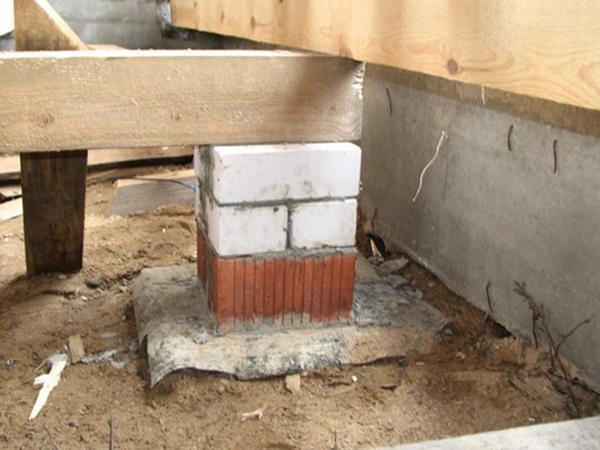Столбики из кирпича под лаги: подготовка, как делают