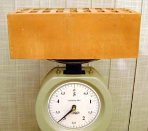 Сколько штук кирпича в одной тонне: вес разных видов