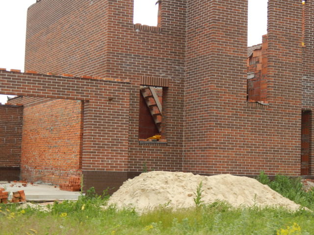 Дом из кирпича: плюсы и минусы, описание материала