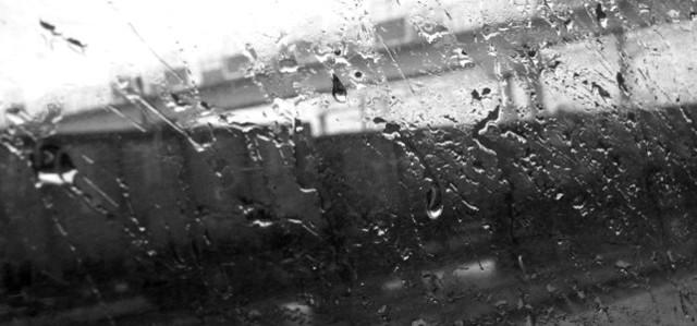 Можно ли в дождь класть кирпич и что может произойти?