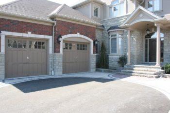 Кирпичный дом с гаражом: проекты, выбор материалов