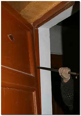 Как установить дверь в кирпичном доме: варианты, монтаж