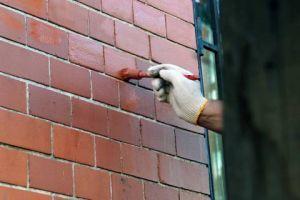 Чем покрасить кирпичный дом снаружи: виды краски