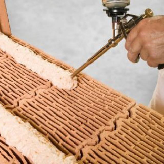 Как склеить кирпич и какие выбрать материалы для склеивания?