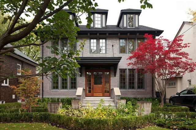 Красивые дома из кирпича: стили, виды материала