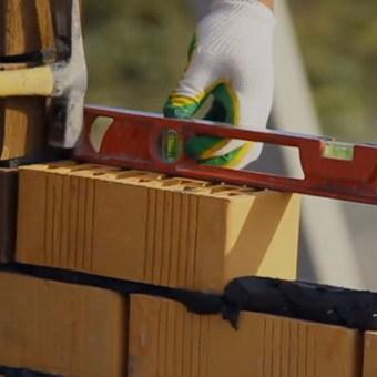 Приспособление для кладки кирпича: базовый набор, механизированные приборы