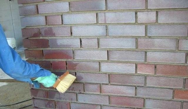 Как покрасить кирпичную стену на балконе: подготовка к работе