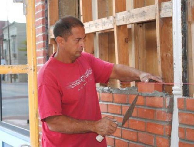 Как обложить деревянный дом кирпичом: кладка, подготовка